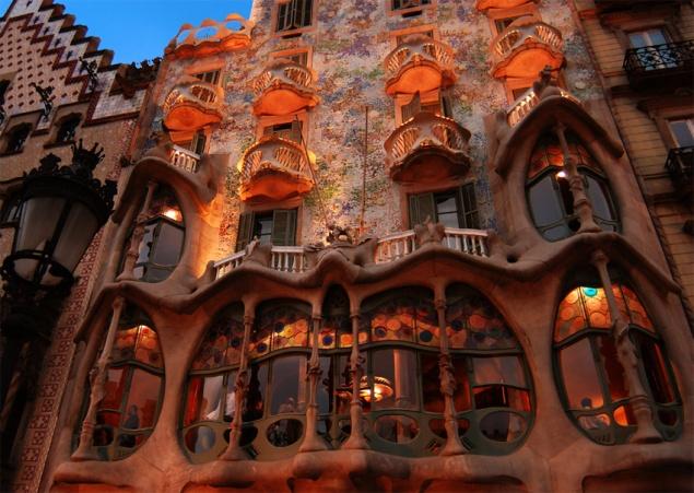 Antoni Gaudi / Masalsı Dünyanın Mimarı