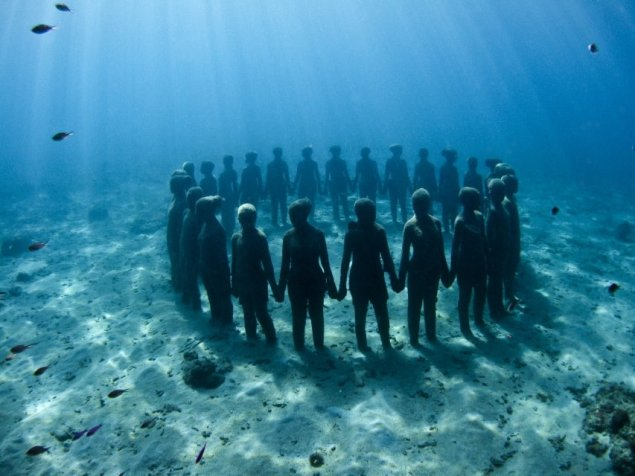 43-overview-ring-of-children-grenada-jason-decaires-taylor-sculpture