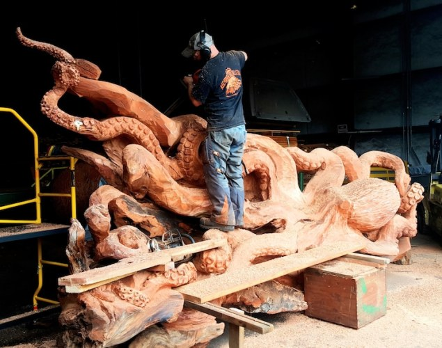 jsm-chainsaw-art-octopus-sculpture-2